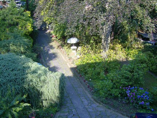 B&B Villa Margherita: Ombrellone nel parco