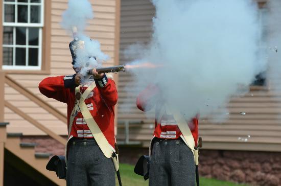 Fort Mackinac : firing period rifle
