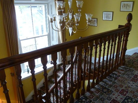 Sandymount House: Hall with wonderful staircase