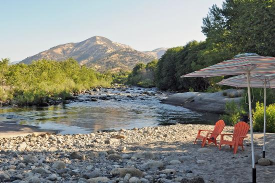 Rio Sierra Riverhouse: Afternoon view of the Kaweah River