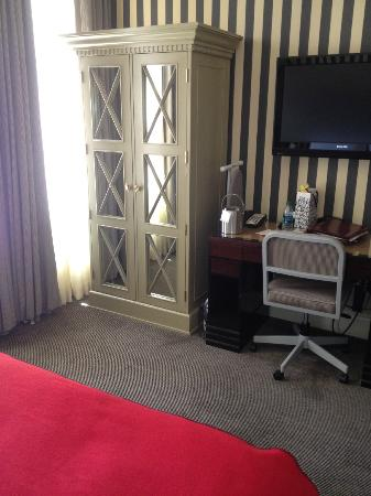 The Citizen Hotel, Autograph Collection: Here's our cute little room, 1/2 wardrobe is all you have for clothes