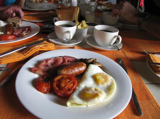 Blue Cottages Country House: Tasty farmer's breakfast with fellow guests