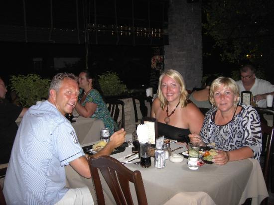 Two Chefs Kata Beach: Hele familie bij elkaar :)