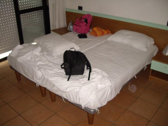 Hotel Etna: camera matrimoniale 201