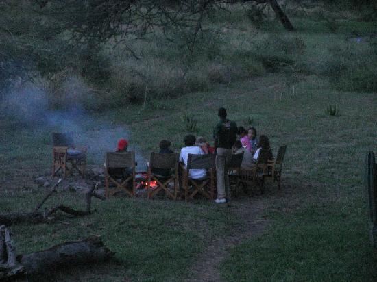 Mapito Tented Camp Serengeti: campfire area