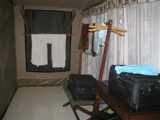 Mapito Tented Camp Serengeti: separate dressing area secluded from sleeping area.