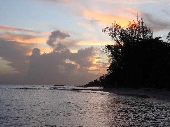Courtyard by Marriott Bridgetown, Barbados : Sunset up the beach