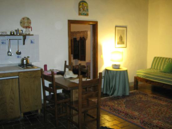 Castello di Montegufoni: kitchenette/living room