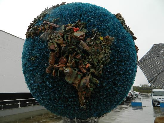 Santo Andre, SP: Earth made of recycled materials