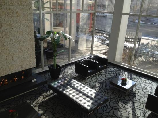 Matrix Hotel: lounge area with fountain and fire place