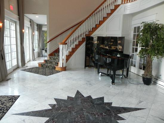 The Inn at Black Star Farms: Foyer
