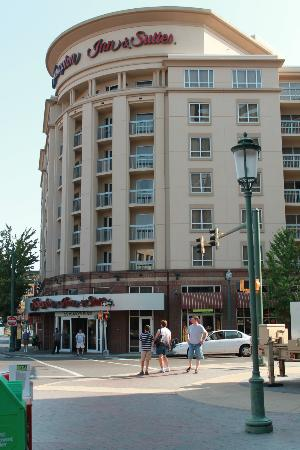 Hampton Inn & Suites Memphis - Beale Street: view of the outside of the hotel