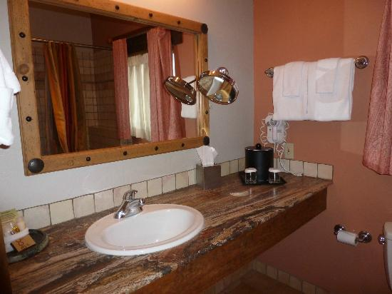 Table Mountain Inn: Bathroom in Suite