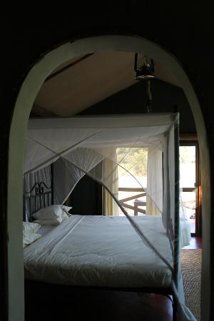 Kirurumu Tarangire Lodge: comfy bed!