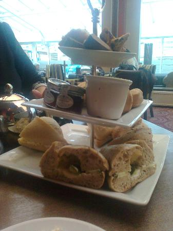 Hallmark Hotel Bournemouth West Cliff: Afternoon tea