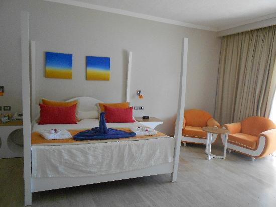 The Tropical at Lifestyle Holidays Vacation Resort: The bedroom