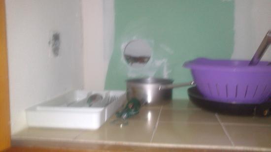 Apartments Arlanza: armarios y utensilios de cocina
