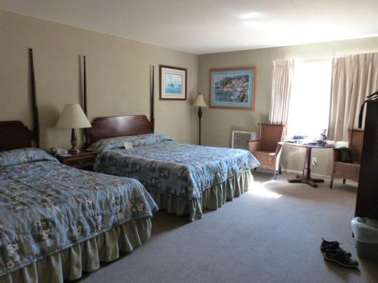 Creekside Inn: room #5 first floor