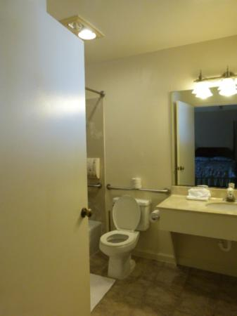 Creekside Inn: bathroom