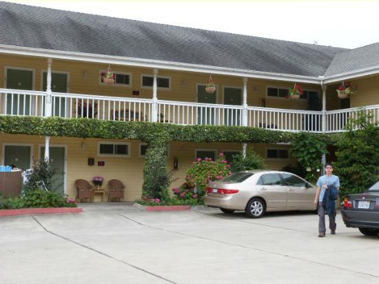 creekside inn's parking area