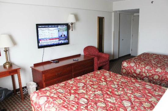 Ramada East Orange: New LCD TV and furniture