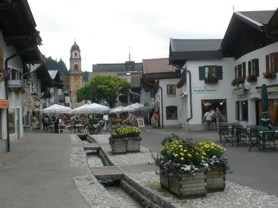 Post-Hotel: Street scene