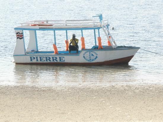 كينيا باي بيتش هوتل: boat 