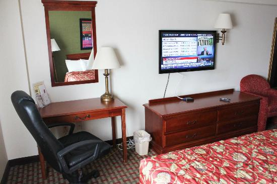 Ramada East Orange : New LCD TV and furniture