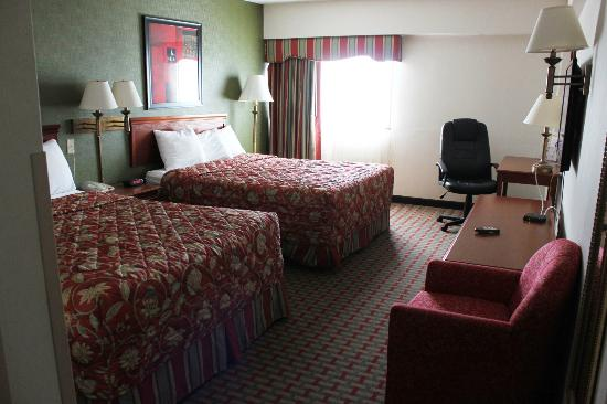 Ramada East Orange: Two queen beds