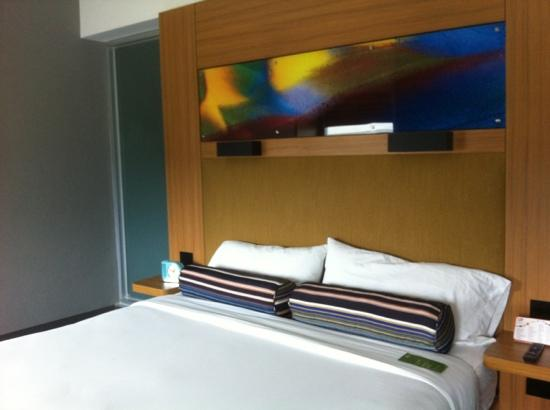 Aloft San Jose Hotel: King bed