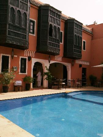 Les Borjs de la Kasbah: Spa above pool & snackbar