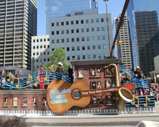 Beautiful Parade Floats Celebrate The Western Theme From