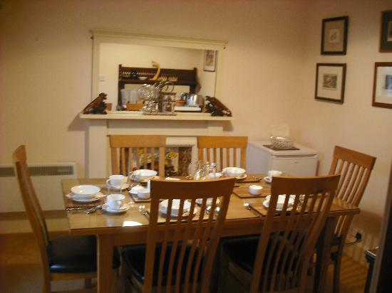 Dundarave Guest House: Breakfast room.