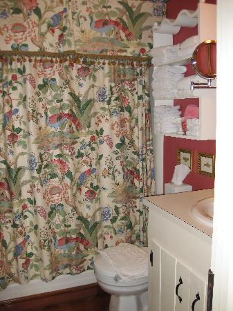 Price House Cottage Bed and Breakfast: Bathroom
