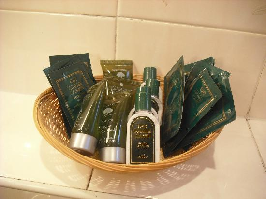 Dundarave Guest House: Both shower rooms had a good selection of toiletries