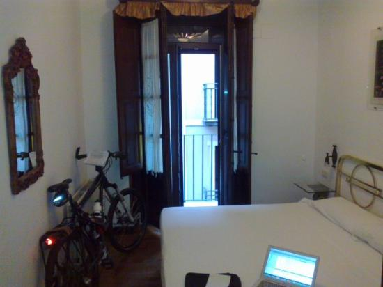 Pension Sarasate: Gorgeous room with small balcony