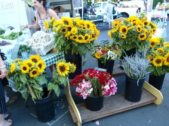The Cottage Inn & Spa: One of many venders at the Farmers Market. 