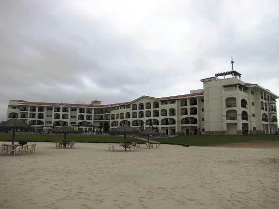 Navy Lodge North Island Naval Air Station : View of hotel from beach