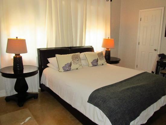 Hotel18: bedroom