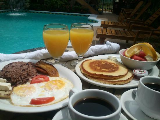 هوتل لا مار دولسه: Breakfast