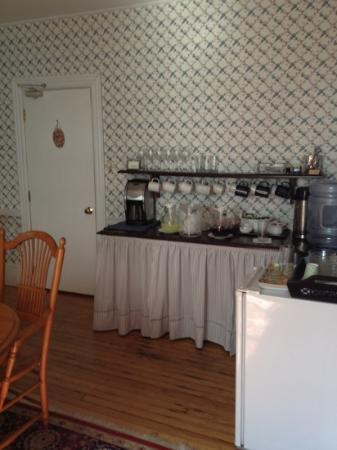 Atlantic View Inn : self-serve beverages and baked goods in afternoon