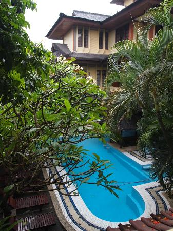 Bali Segara Hotel: pool and gardens