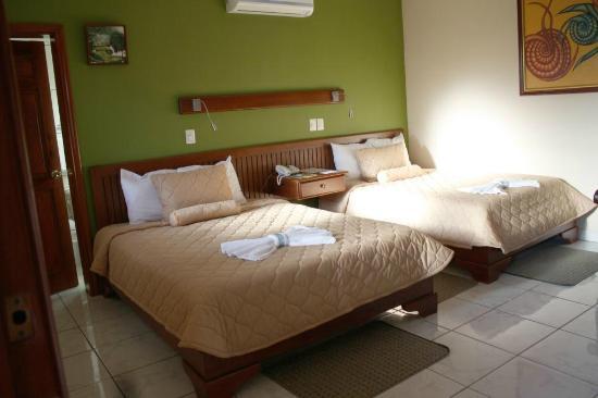 Hotel La Mar Dulce : Quadruple room