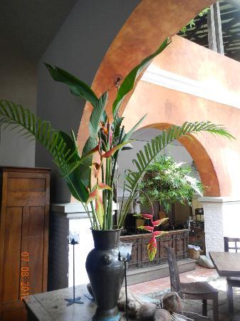 Hotel Mariscal Robledo: Interior patio