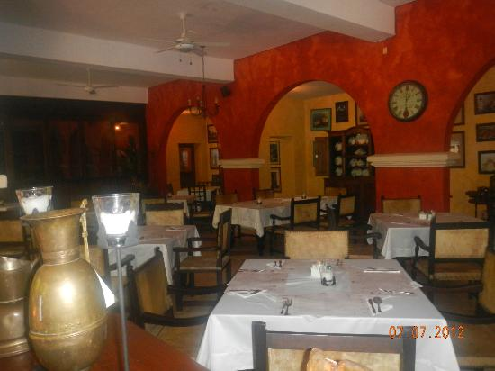 Hotel Mariscal Robledo: Restaurant dining area