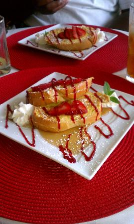 Country Villa B&B Inn & Day Spa: Stuffed French Toast