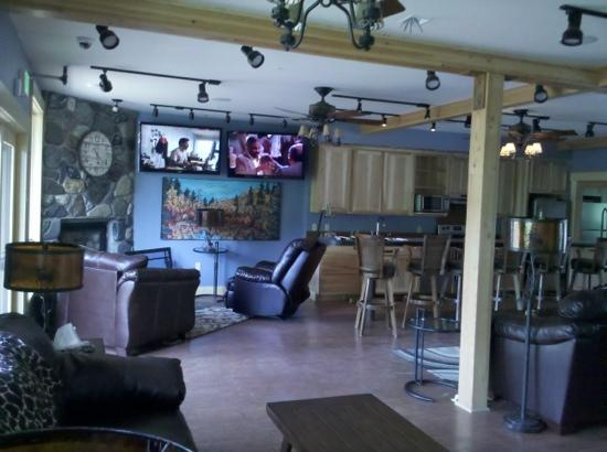 """Twisp River Suites: the """"great room"""" common area. lots of tv's and plush leather seating! football too!"""