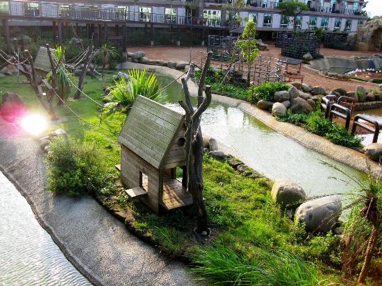Leofoo Resort Guanshi: Lemur enclosure