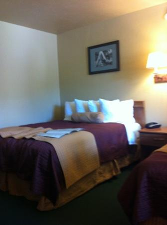 Elk Country Inn: clean rooms comfy beds