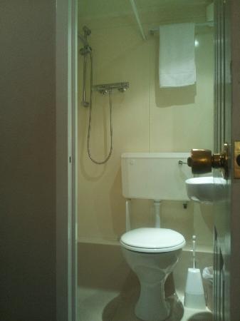 Arosfa Hotel: Bathroom